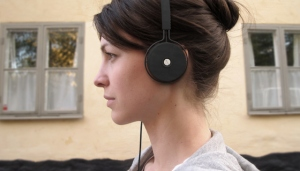 people_people_headphones_on_person