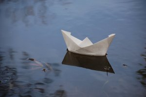paper_boat_by_eckhartmc-d2scr1c